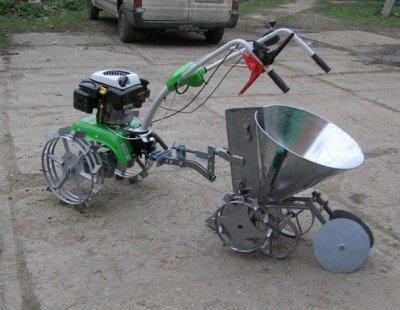 Видео сцепка с опорными колесами для мотоблока